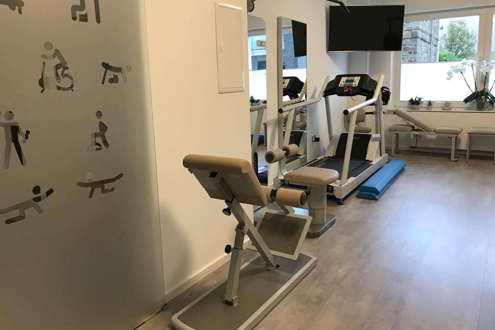 Trainingsraum für Krankengymnastik am Gerät